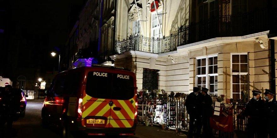 Darbeyi eleştiren Myanmar'ın Londra Büyükelçisi, elçilik binasına alınmadı