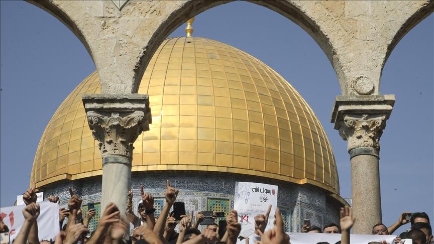 İşgalci İsrail Filistinlilerin Mescid-i Aksa'ya girişine engel oldu