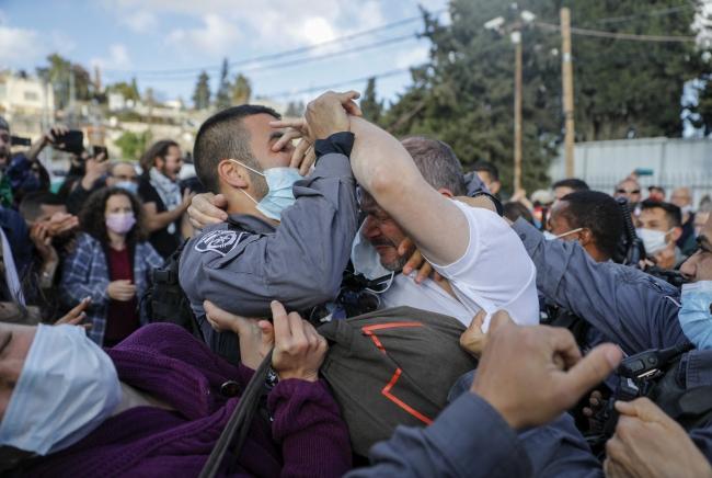 İsrail polisi barış yanlısı milletvekiline saldırdı