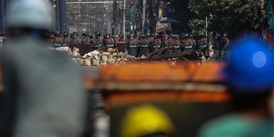 Myanmar'da darbeci güçlerin öldürdüğü sivillerin sayısı 706'ya çıktı