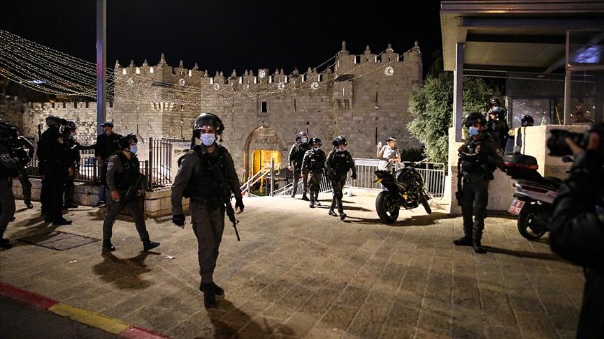 Siyonist İsrail'den Filistinli gençlere saldırı