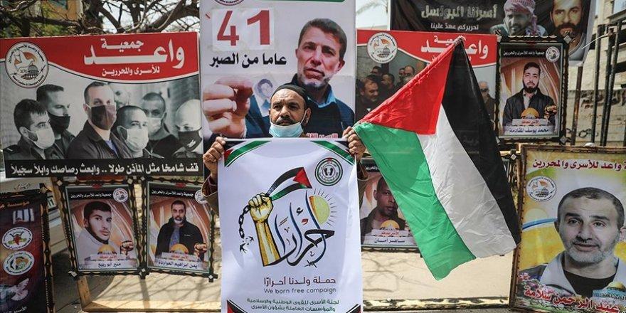 Gazzeliler, Siyonist zindanlardaki Filistinlilere destek için eylem yaptı