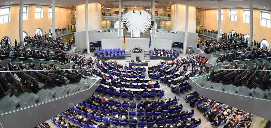 Almanya'da Müslümanlar adına parlamentoya girenler Müslümanları temsilden uzaklar