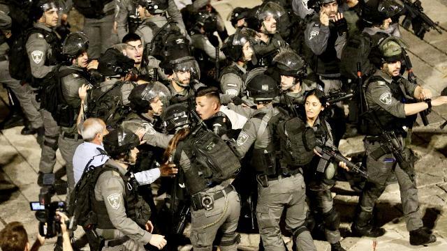 Siyonist İsrail'den yeni vahşilik: Filistinlilerin üzerine TOMA'lardan fosseptik suyu sıktılar