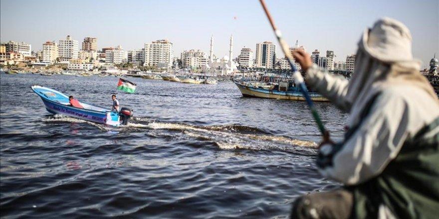 Siyonist İsrail, Gazze'de avlanma menzilini 9 mile düşürdü