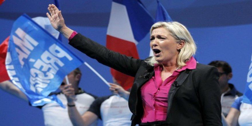 Fransa'daaşırı sağcı Le Pen'inCumhurbaşkanlığı ihtimali yükseliyor!
