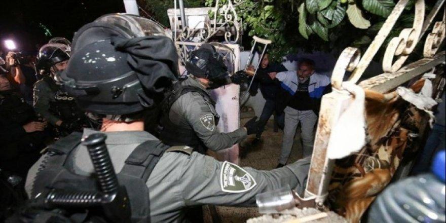 Filistin ile dayanışma sorumluluğu salt kınamakla ve tweet atmakla sınırlı olamaz!