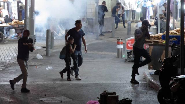 Siyonist İsrail işgal altındaki Doğu Kudüs'teki Filistinlilere saldırıyor