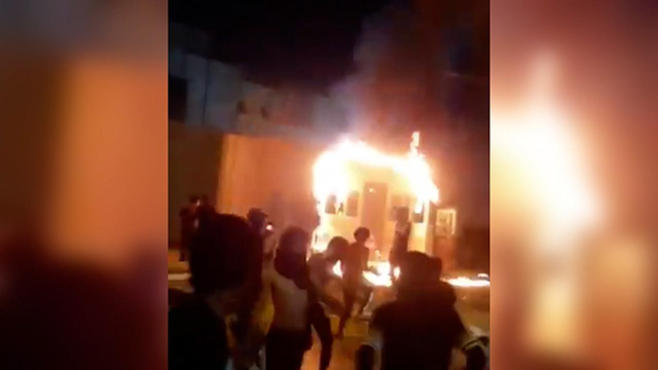 Kerbela'daki İran konsolosluğu binası ateşe verildi