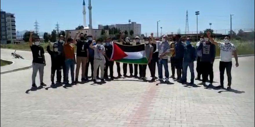 İzmir'de Uluslararası Öğrenciler Derneği  Siyonist İsrail'i protesto etti