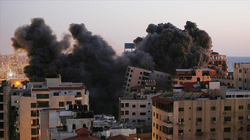 İsrail, sivillerin yaşadığı 12 katlı Hanadi Kulesi'ni hava saldırısıyla yıktı