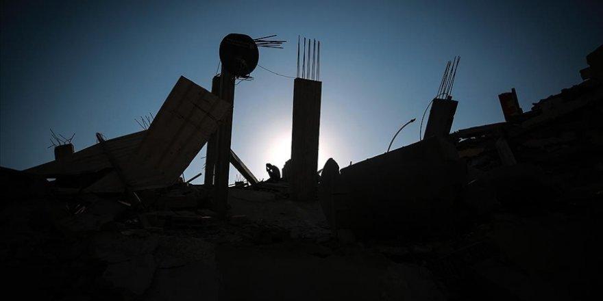 Gazze'li genç, fotoğraflarını çektiği şehitlerin arasında iki kardeşinin bulunduğunu fark etti
