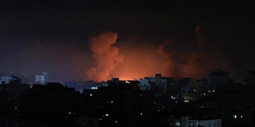 Siyonist İsrail Gazze Şeridi'nde bakanlık binalarını bombaladı