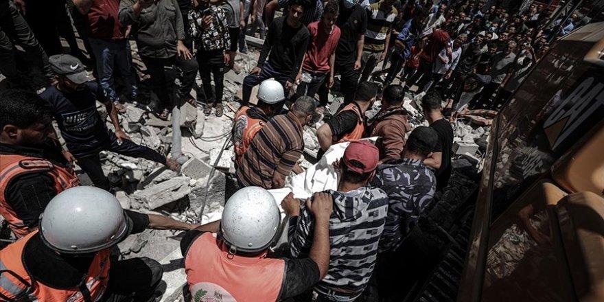 Siyonist işgal güçleri Gazze'de bir sünger fabrikasını vurdu