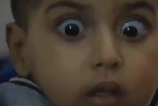 Bu çocuğun gözlerindeki dehşet, insanlığın ölümünün ilanıdır!