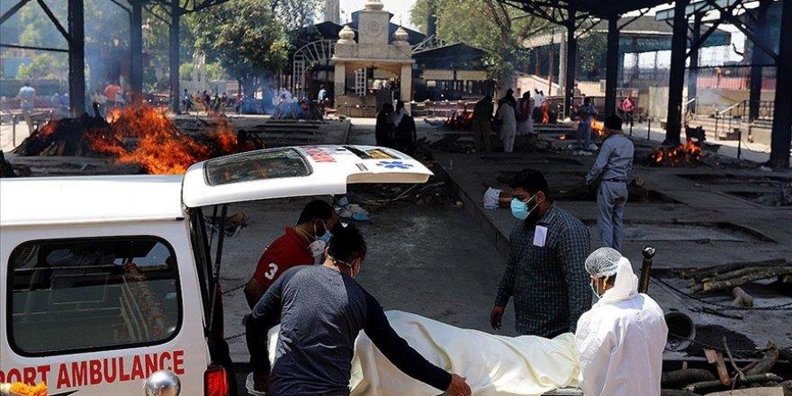 Hindistan'da 4 bin 329 can kaybıyla en yüksek günlük ölüm kaydedildi