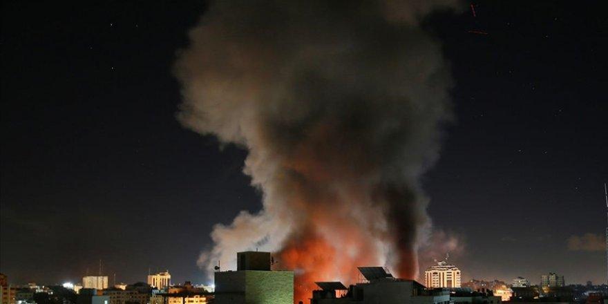 Siyonist İsrail Gazze'de Sağlık Bakanlığı binasını vurdu