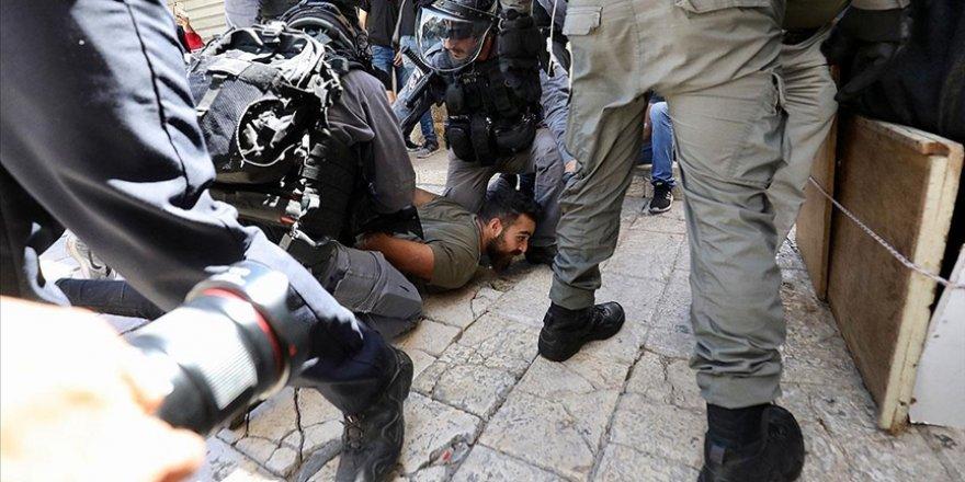Siyonist İsrail Şam Kapısı'ndaki Filistinlilere saldırdı