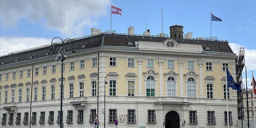Avusturya'da tepkilere neden olan Siyonist İsrail bayrakları devlet binalarından kaldırıldı