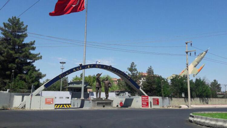 Diyarbakır'da askeri tesise saldırı teşebbüsü