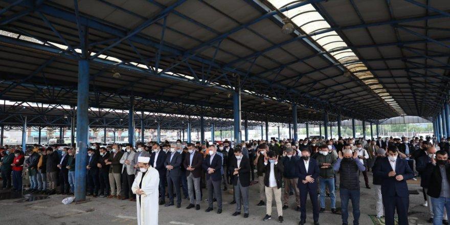 İzmit'te Gazzeli şehitler için gıyabi cenaze namazı kılındı