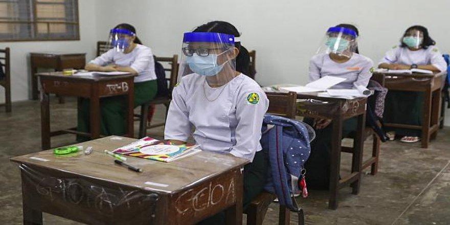 Myanmar'da darbe karşıtı 125 bin öğretmen ve 20 bin akademisyen açığa aldı