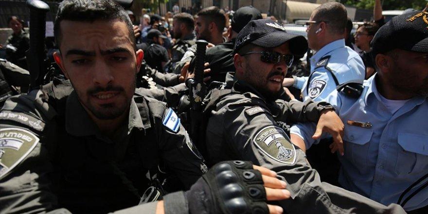 Siyonist güçler, hazırladığı meyve suyuna 'İntifada' adını veren Filistinliyi gözaltına aldı