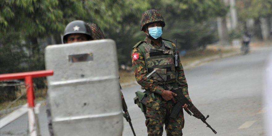 Myanmar'da darbeden bu yana en az 800 askerin orduyu terk ettiği belirtildi