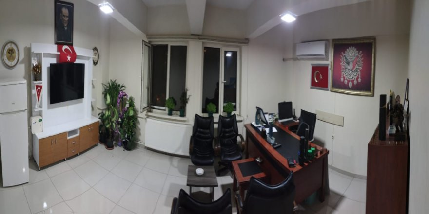 """Rahat bir """"oh"""" çekebiliriz: Müdürün odasındaki Atatürk fotoğrafı sonunda bulundu(!)"""