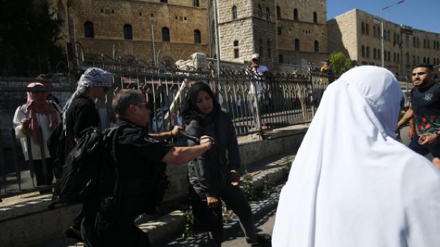 Siyonist İsrail polisi Filistinlilere saldırdı: 33 yaralı