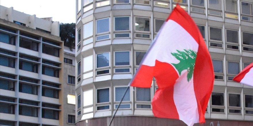 Ekonomik krizle boğuşan Lübnan'da halk 'kurtarma hükümeti' talebiyle eylem yaptı
