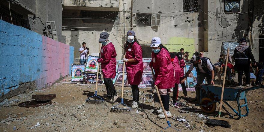 Filistinli kadınlar Siyonist İsrail'in yıktığı yerleri temizleme ve ağaçlandırma girişimi başlattı