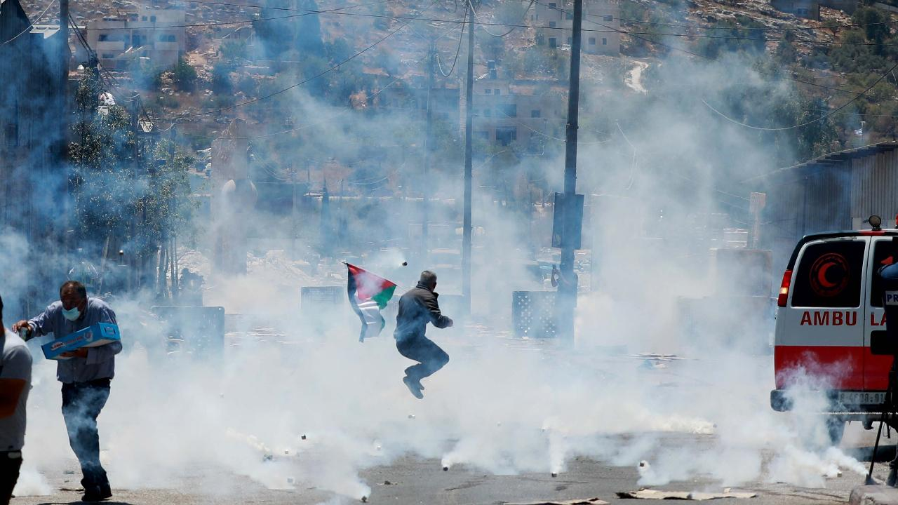 Siyonist İsrail, Filistinli göstericilere saldırdı