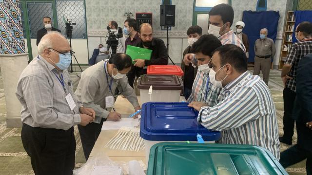İran'da seçimlere katılım 1979'dan bu yana en düşük seviyede