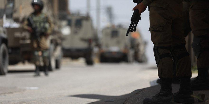 İşgal güçleri Batı Şeria'da 15 Filistinliyi gözaltına aldı