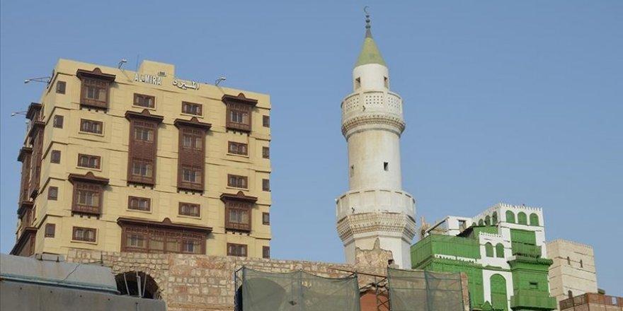 Suudi Arabistan'da cami hoparlörlerine yönelik kısıtlama kararına tepkiler sürüyor