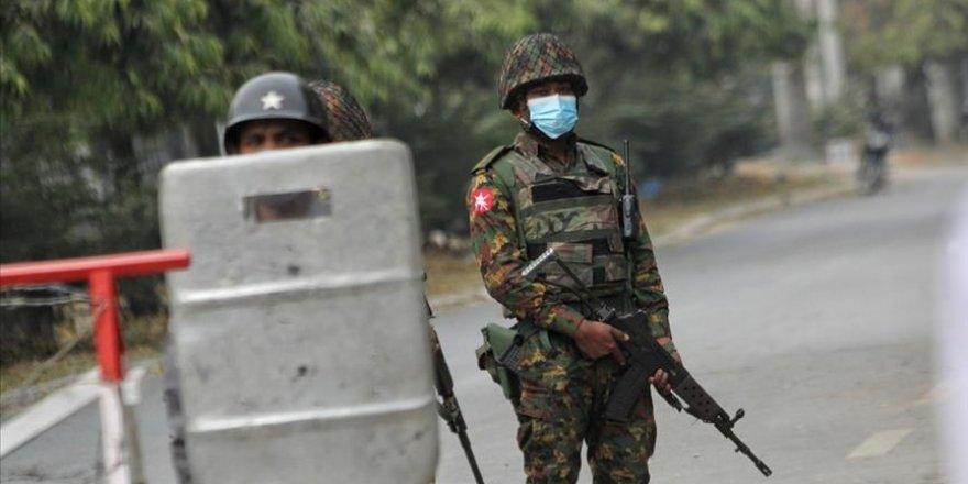 Myanmar'da darbeci ordu ile muhalifler çatıştı: 2 ölü