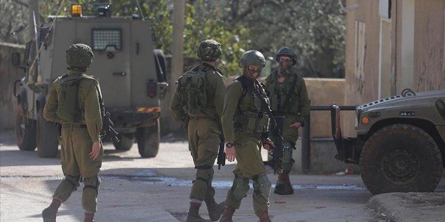 İşgal güçleri Batı Şeria ve Doğu Kudüs'te 25 Filistinliyi gözaltına aldı