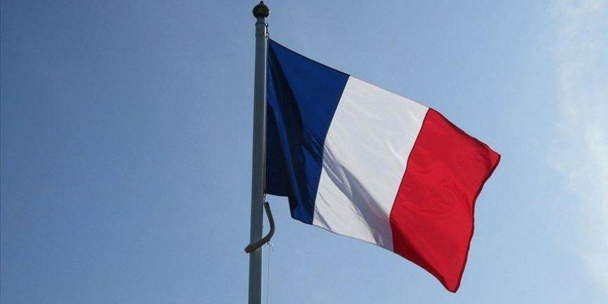 Fransa'da bazı seçim görevlilerinin başörtülü olması tartışma yarattı