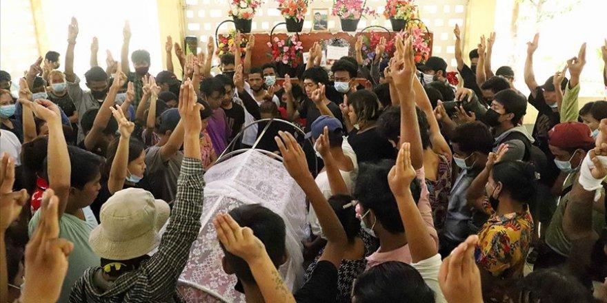Myanmar'da cunta 25 darbe karşıtını daha katletti