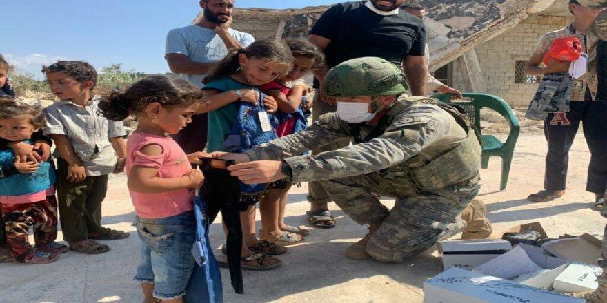 TSK, İdlib halkına kumanya dağıttı