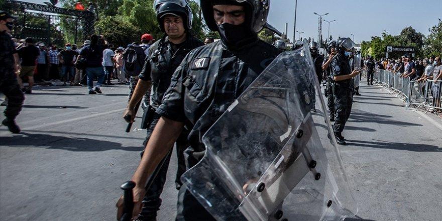 Darbecilerin özgür basın korkusu Tunus'a da sıçradı: Darbe yönetimi Al Jazeera ofisini bastı!