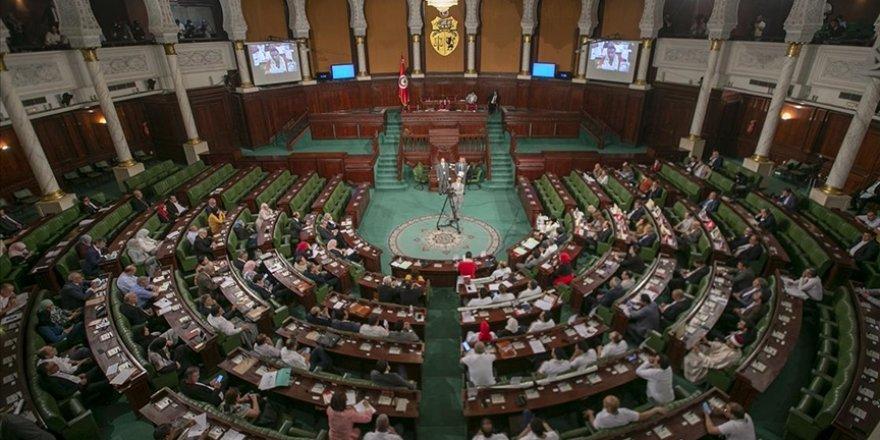 Tunus Meclisindeki partilerin çoğu Said'in darbe girişimini anayasaya aykırı buluyor