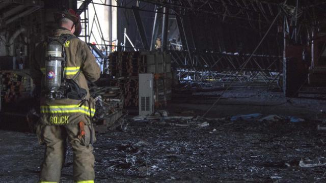 ABD'deki askeri gemideki yangını mürettebattan biri çıkarmış