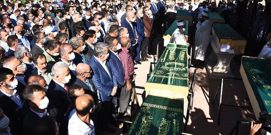 Meram katliamı kurbanlarının cenazeleri toprağa verildi