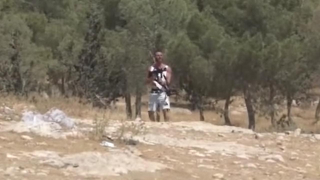 Yahudi işgalcinin, İsrail askerinin silahıyla Filistinlilere ateş ettiği ortaya çıktı