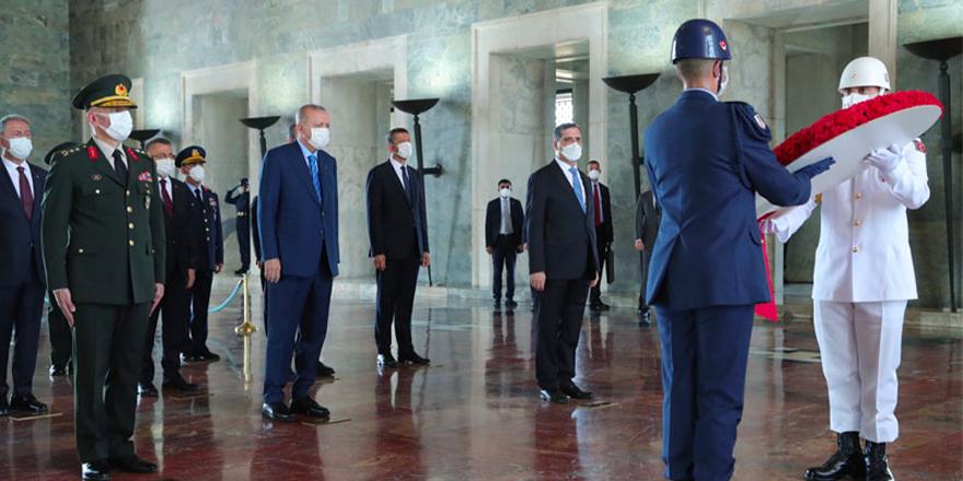 Erdoğan YAŞ vesilesiyle ziyaret ettiği Anıtkabir'de Atatürk'e seslenmiş!