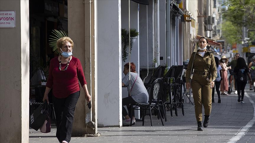 İsrail övündüğü aşılamasının ardından yeniden kısıtlamalara girdi
