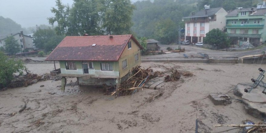 Bartın ve Sinop'ta sağanak sele dönüştü