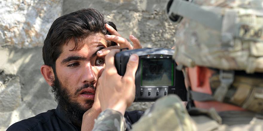 Taliban, ABD askerlerinin biyometrik cihazlarına el koydu
